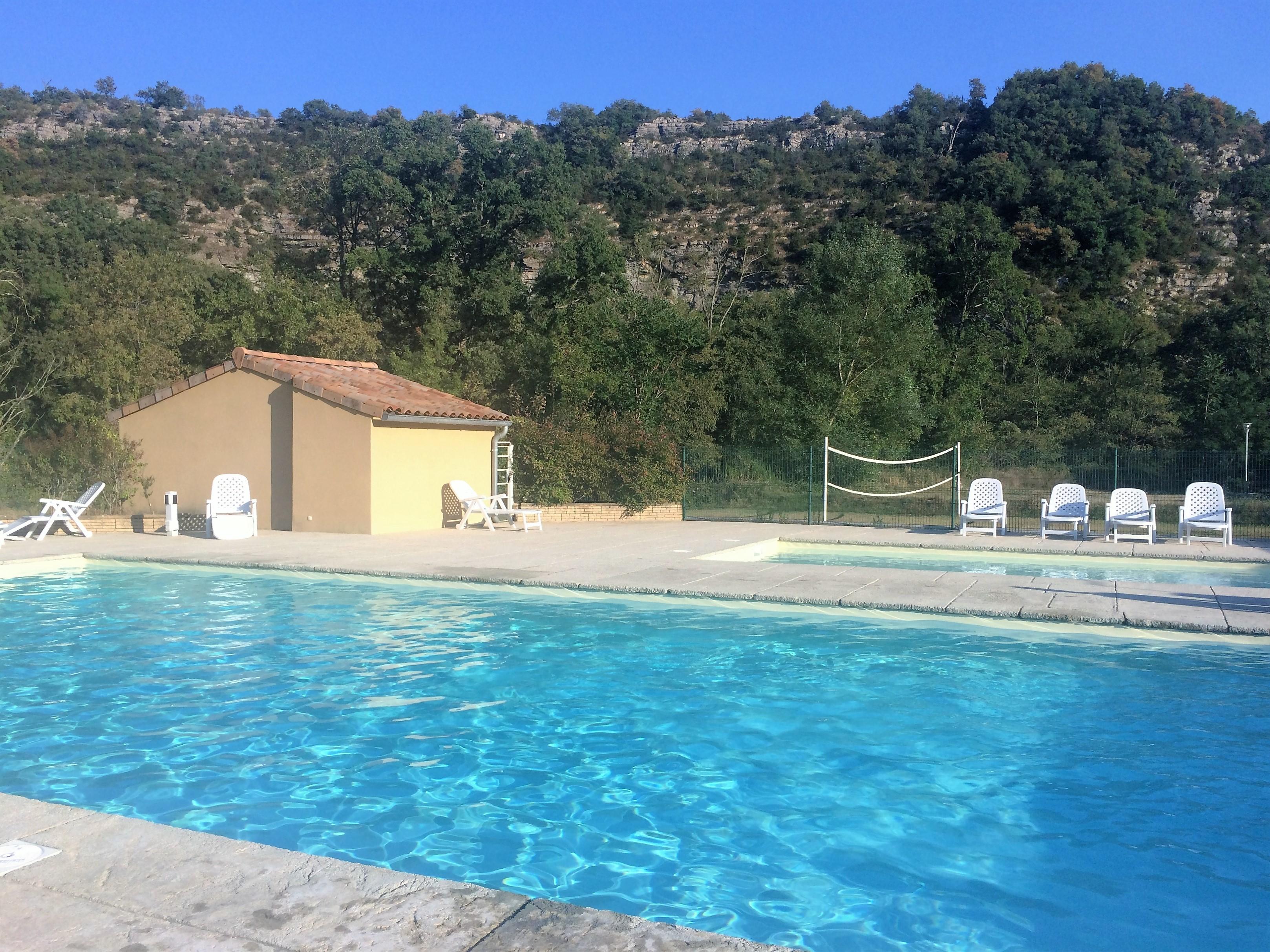 Piscine du Camping Résidentiel Le Moulinage (route des défilés de Ruoms, Sud Ardèche)